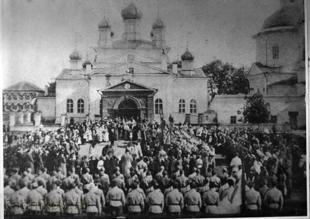Служба перед Николаевским собором